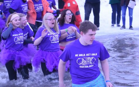 CHS Polar Plunge club braves cold water to raise money for Special Olympics