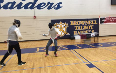 Sophomores find fulfillment in fencing, compete around Nebraska